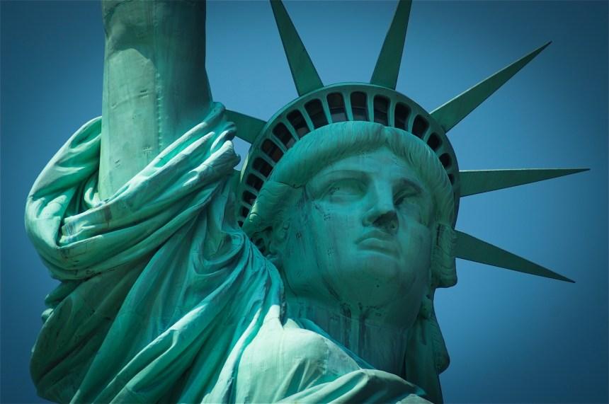 Un responsable américain de l'immigration détourne le poème de la statue de la Liberté