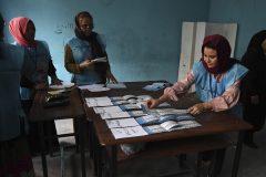 Les Afghans votent sous la menace des attentats et de la fraude
