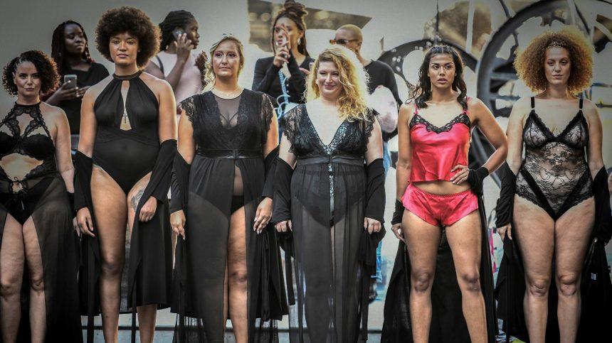 «Body positive»: un défilé parisien met en valeur la diversité des corps