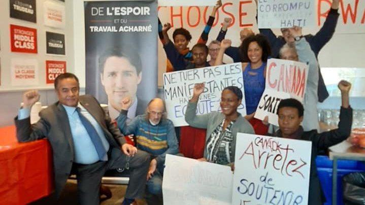 Des manifestants occupent le bureau de comté de Justin Trudeau