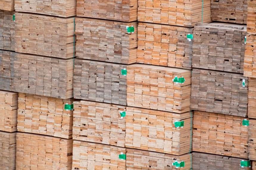 Les États-Unis forcés de revoir leurs tarifs sur le bois d'oeuvre canadien