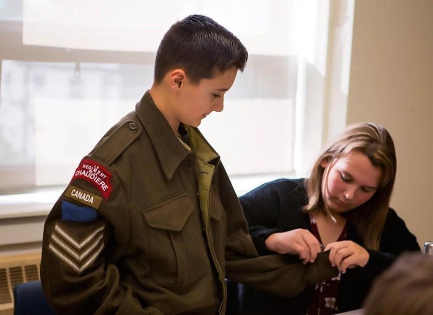 Des artefacts du Musée canadien de la guerre offerts aux écoles