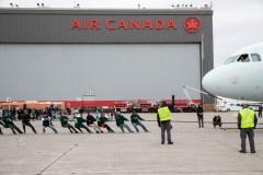 Sortir ses muscles pour les Olympiques spéciaux à l'aéroport Montréal-Trudeau