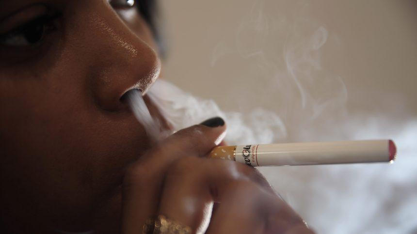 Angleterre: la e-cigarette aurait aidé plus de 60 000 personnes à arrêter de fumer