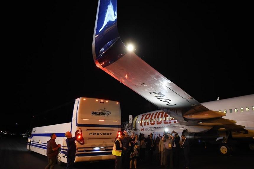 Les libéraux nolisent un nouvel avion après un accrochage avec un autobus
