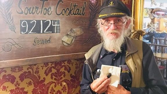Un Britannique au Yukon pour goûter à un cocktail à base de son propre orteil