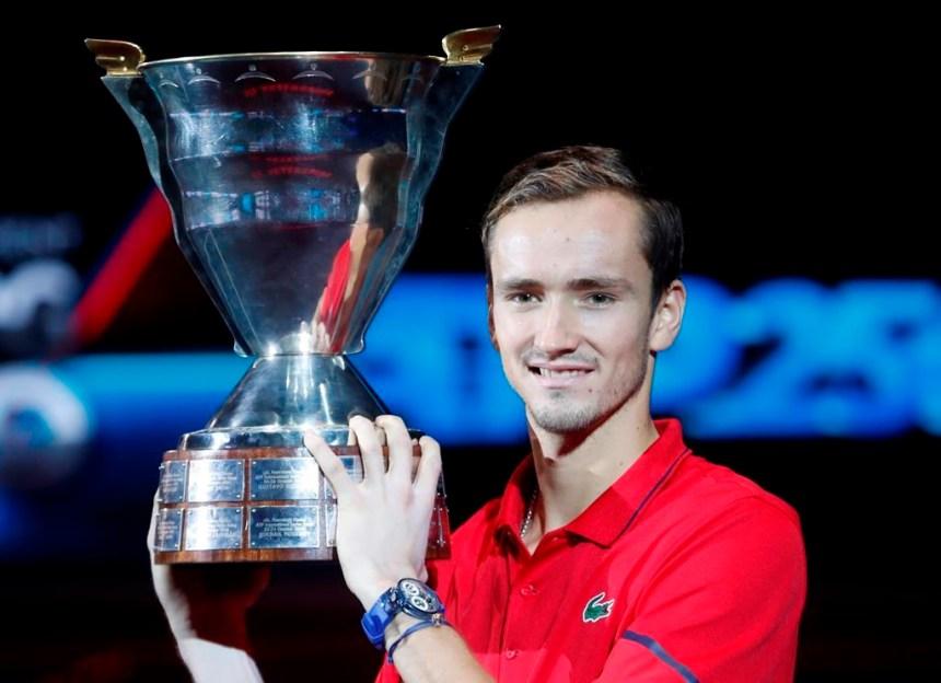 ATP: le Russe Daniil Medvedev triomphe en finale à Saint-Pétersbourg