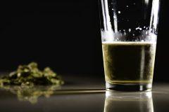 Il faut insister davantage sur les dangers de l'alcool dans les campagnes contre les overdoses