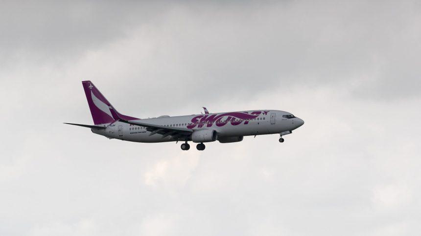 Colombie-Britannique: un avion se pose d'urgence après avoir heurté des oiseaux