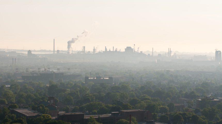 Changements climatiques: des médecins pressent Ottawa d'atteindre ses cibles pour «sauver des vies»