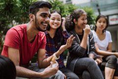 Se montrer plus extraverti et communicatif serait bon pour la santé
