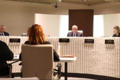 Ni diffusion ni questions à la séance à huis clos du conseil d'Anjou