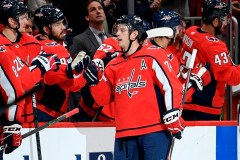 Trois points de Carlson permettent aux Capitals de battre les Maple Leafs 4-3