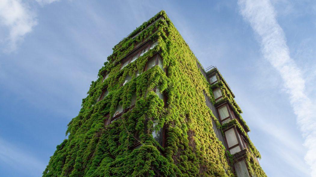 Un bâtiment mettant en pratique les concepts de l'architecture durable