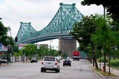 Environnement: le groupe Extinction Rebellion escalade le pont Jacques-Cartier