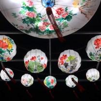 Festival de lanternes Feux Follets | Enfilade de lanternes