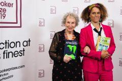 Margaret Atwood et Bernardine Evaristo remportent le Booker Prize