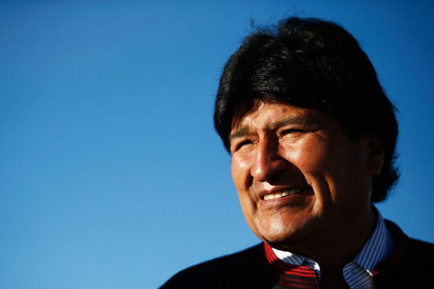 Bolivie: Morales au second tour, polémique sur la lenteur des résultats