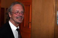 Littérature: Peter Handke, prix Nobel et auteur controversé