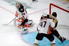 Pastrnak marque tous les buts des Bruins dans une victoire de 4-2 face aux Ducks