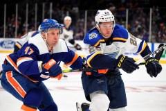 Toews marque en prolongation et les Islanders renversent les Blues 3-2