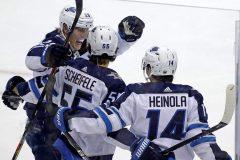 Trois défenseurs des Jets marquent dans un gain de 4-1 contre les Penguins