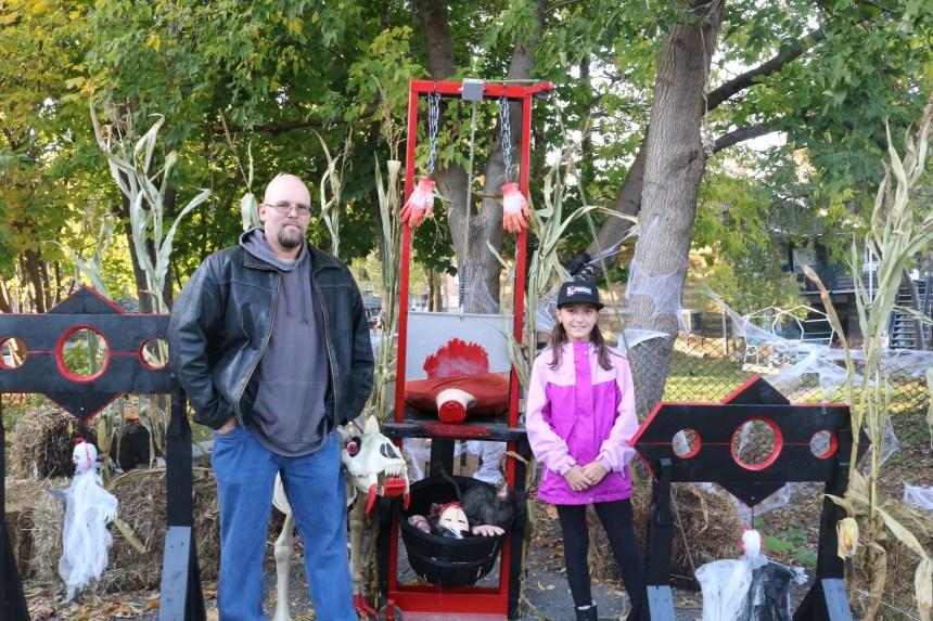 Une famille investie pour l'Halloween à Tétreaultville