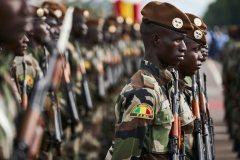 Mali: une cinquantaine de soldats tués depuis vendredi