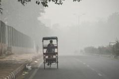 Inde: Delhi asphyxiée par un brouillard de pollution, vols déroutés