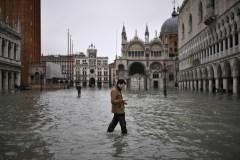 Venise inondée: changement climatique et projet de digue en cause