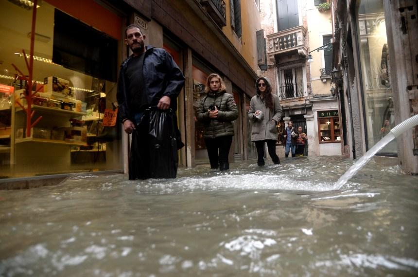 Italie: Venise toujours sous les eaux, Florence et Pise en alerte