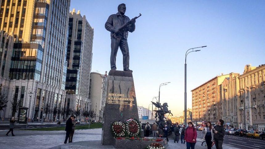 La Russie célèbre l'inventeur du fusil «Kalachnikov»