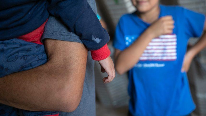 Immigration aux États-Unis: plus de 100 000 enfants seraient détenus