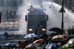 Hong Kong: la police menace d'utiliser des balles réelles
