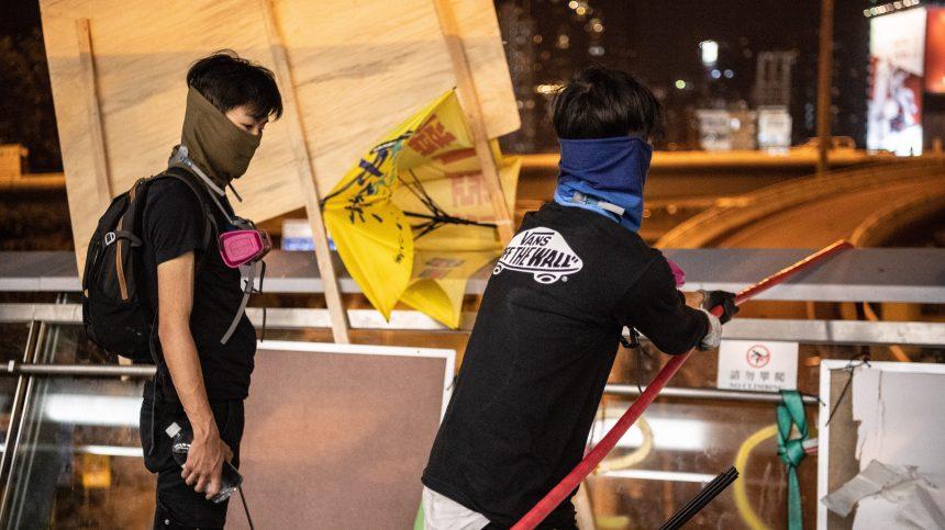 À Hong Kong, fuite spectaculaire de manifestants assiégés par la police