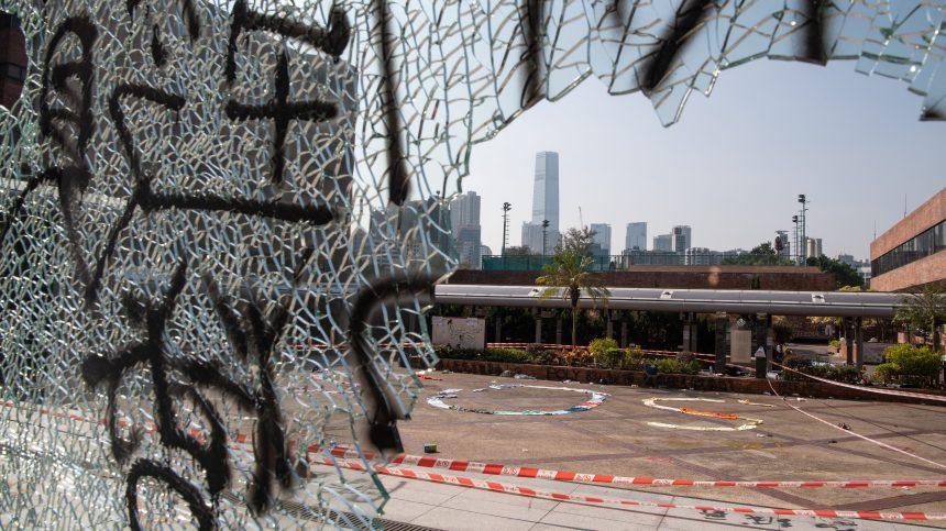 Hong Kong: les étudiants assiégés de PolyU lancent un SOS