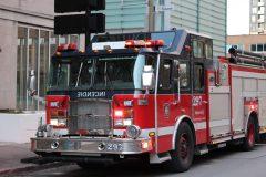 Un incendie dans une bouche d'égout du centre-ville de Montréal
