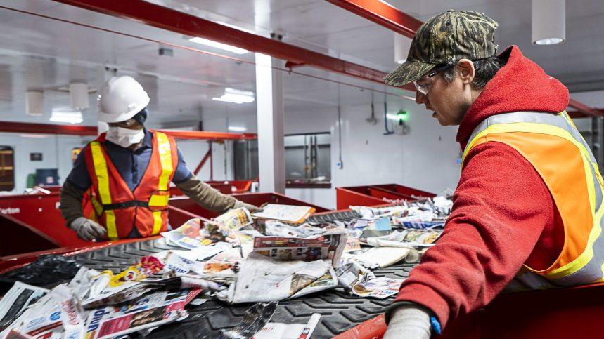 Crise du recyclage: Montréal envisage d'octroyer la gestion du centre de tri de Lachine à un OSBL