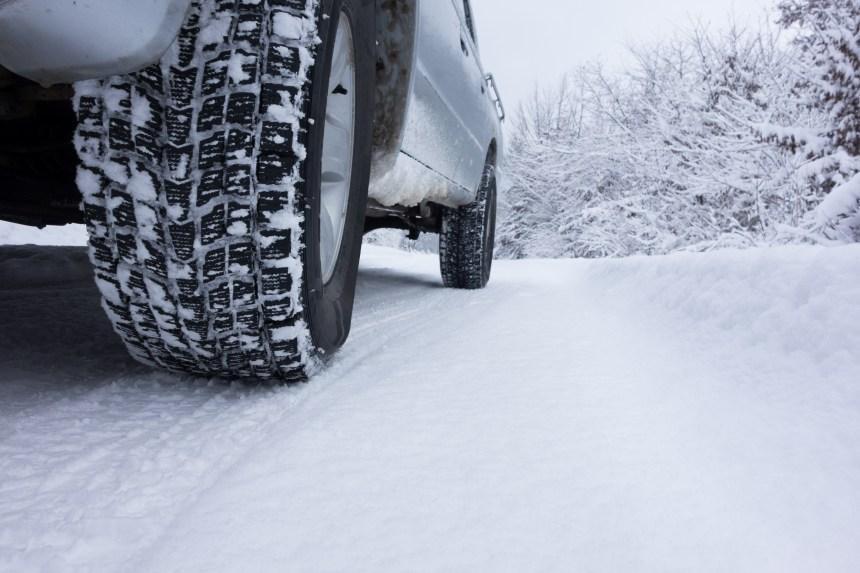 Bien choisir ses pneus d'hiver vite! Une première tempête est sur le radar