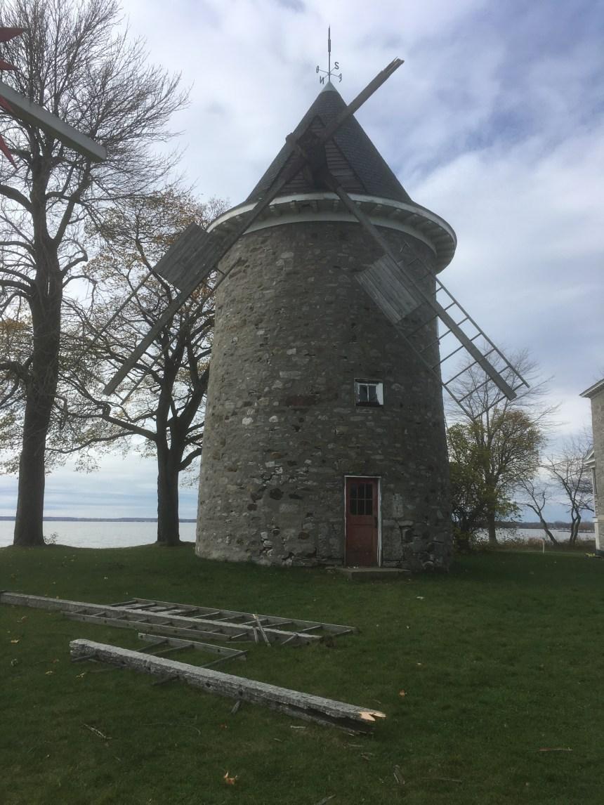 Le moulin de Pointe-Claire en mauvais état