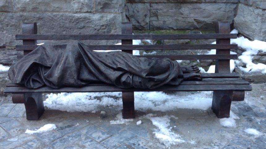 Montréal rejoint l'international avec une sculpture de «Jésus le sans-abri»