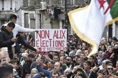 Algérie: les étudiants défilent par milliers à J-2 de la présidentielle