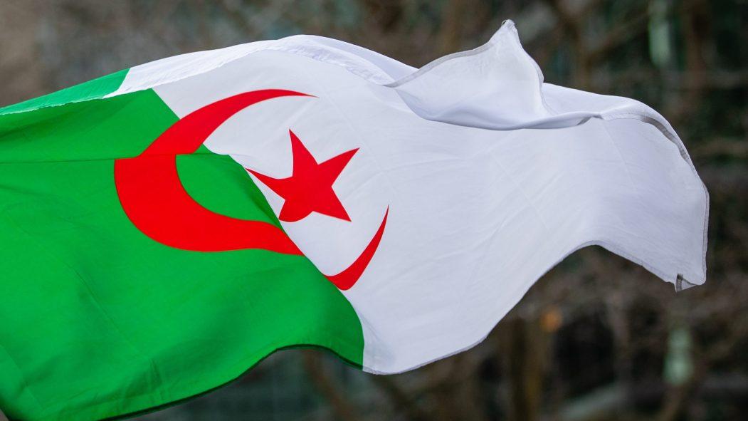 """Algérie: des milliers de personnes à Alger ont fêté les un an du """"Hirak"""""""