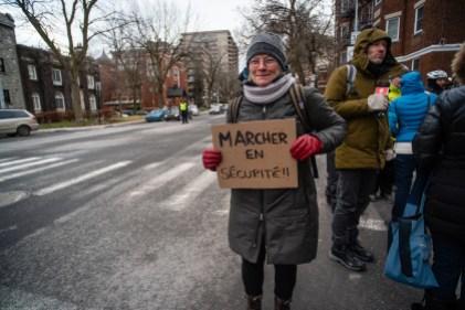 Une citoyenne, dimanche, à un rassemblement citoyen pour exiger une révision du Code de la sécurité routière