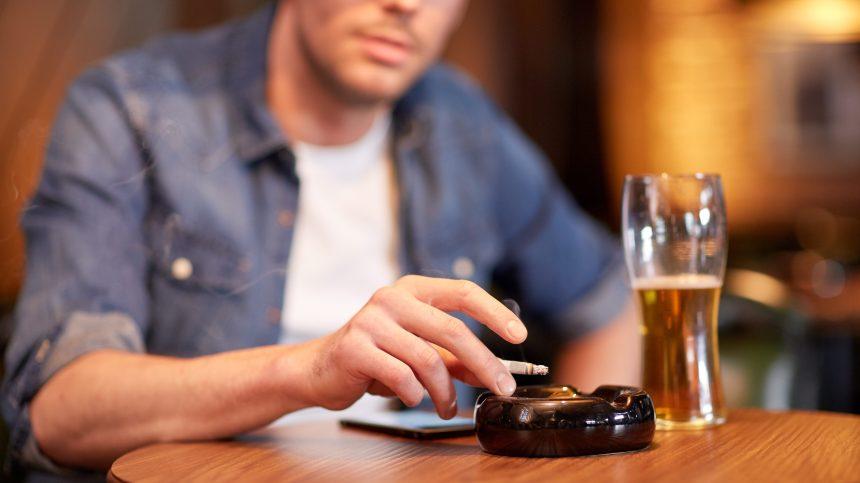 Tabac: le nombre de fumeurs masculins diminue