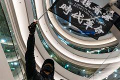 Hong Kong: affrontements dans des centres commerciaux pour le 3e jour