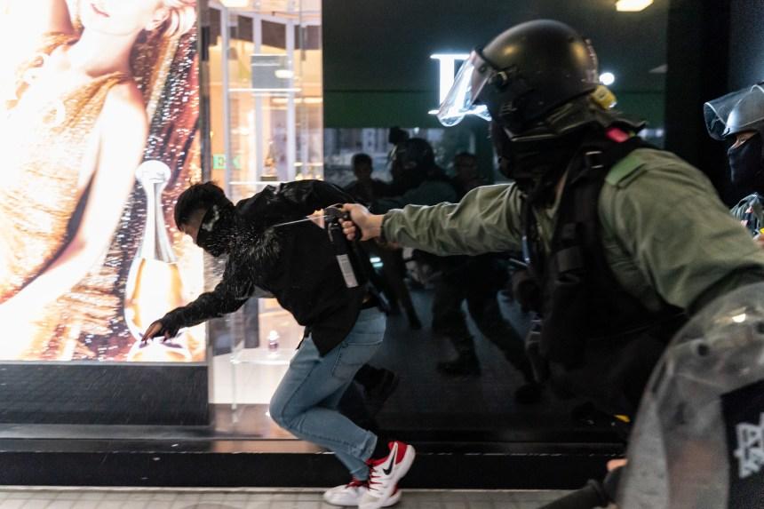 Hong Kong: 15 arrestations lors de nouveaux affrontements