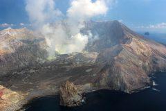 Nouvelle-Zélande: au moins cinq morts dans l'éruption d'un volcan