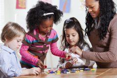 Sondage: la majorité des Québécois jugent insuffisante la rémunération des éducatrices en milieu familial