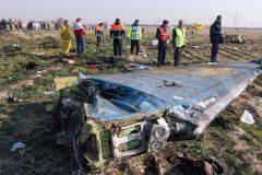 Écrasement d'avion en Iran: la thèse du missile de plus en plus évoquée